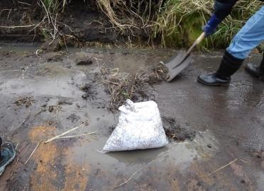 ミッション:泥をすくえ!