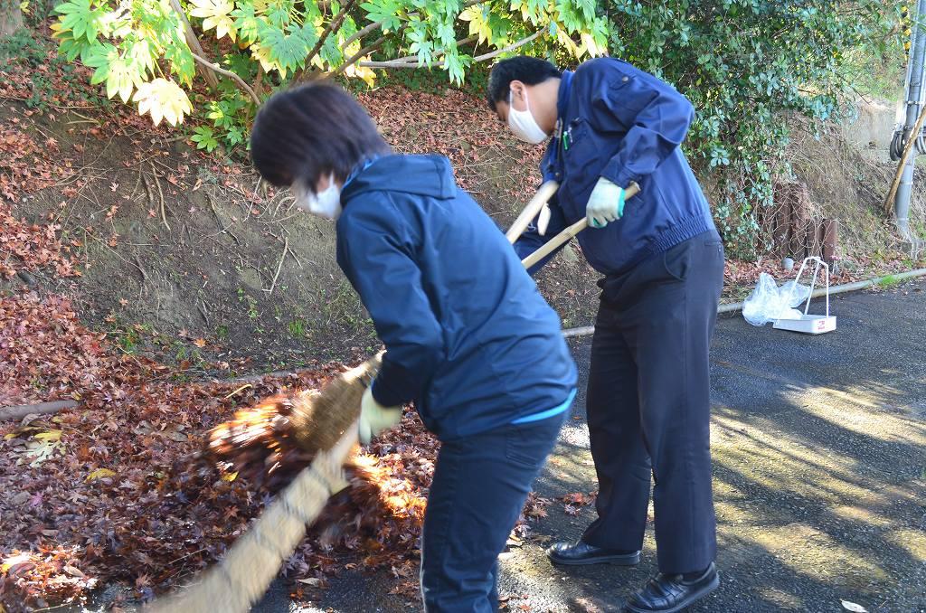 環境整備:落ち葉掃き